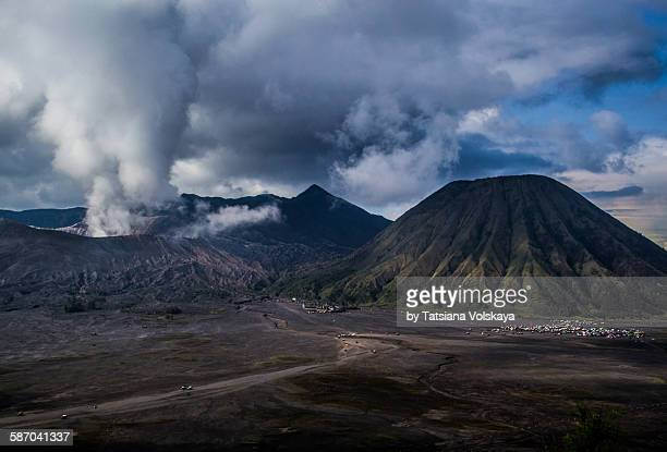 active volcano bromo - bromo crater stock pictures, royalty-free photos & images