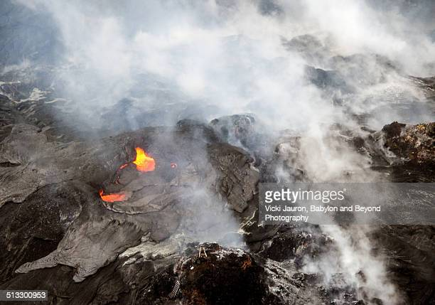 active volcano vent at pu'u o'o at volcanoes park - pu'u o'o vent stock pictures, royalty-free photos & images