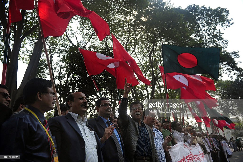 Activists and former freedom fighters who fought against Pakistan in the 1971 war demonstrate outside the International Crimes Tribunal court premises during a nationwide strike in Dhaka on February 5, 2013. A Bangladeshi court sentenced a senior Islamist opposition official to life in prison Tuesday for mass murder and crimes against humanity during the 1971 liberation war against Pakistan. AFP PHOTO/Munir uz ZAMAN