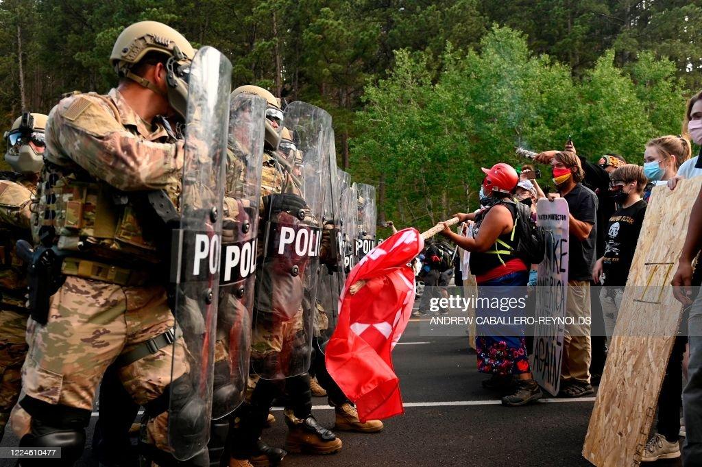 US-HOLIDAY-POLITICS-TRUMP-PROTEST : News Photo