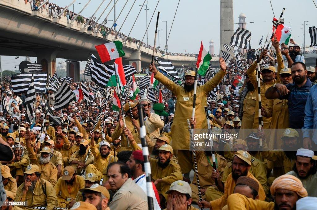 TOPSHOT-PAKISTAN-POLITICS-OPPOSITION : News Photo