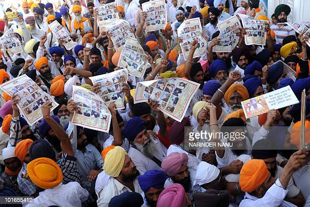 Activists from radical Sikh organisations shout slogans in support of Sikh leader Sant Jarnail Singh Bhindranwale and Khalistan, the name for an...