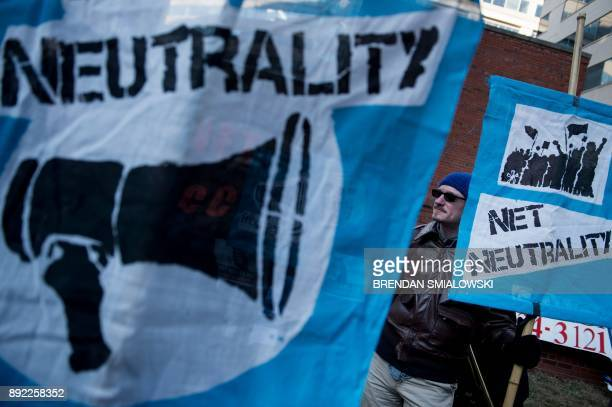 Activists gather before a hearing at the Federal Communications Commission on December 14 2017 in Washington DC / AFP PHOTO / Brendan Smialowski