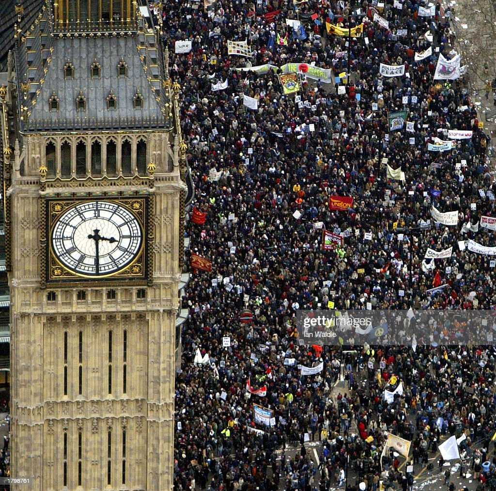 Activists In London Rally For Peace : Stock Photo