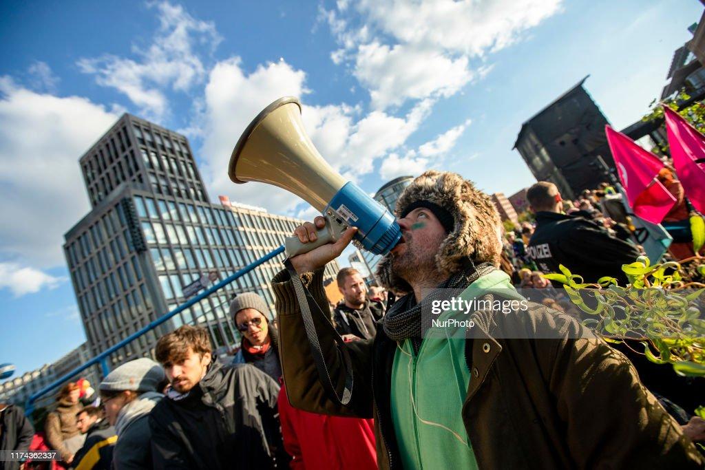 Extinction Rebellion Activists Protest In Berlin : Nachrichtenfoto
