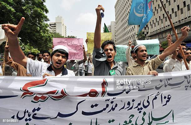 Activists of Islami Jamiat Talaba a student wing of Pakistan's main fundamentalist Islamic party of JamaatiIslami shout slogans during an antiUS...