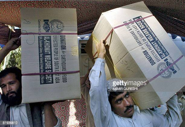 Activists of Pakistan's main Islamic fundamentalist party JamateIslami load relief materials onto a truck in Karachi 11 January 2005 for Indonesian...