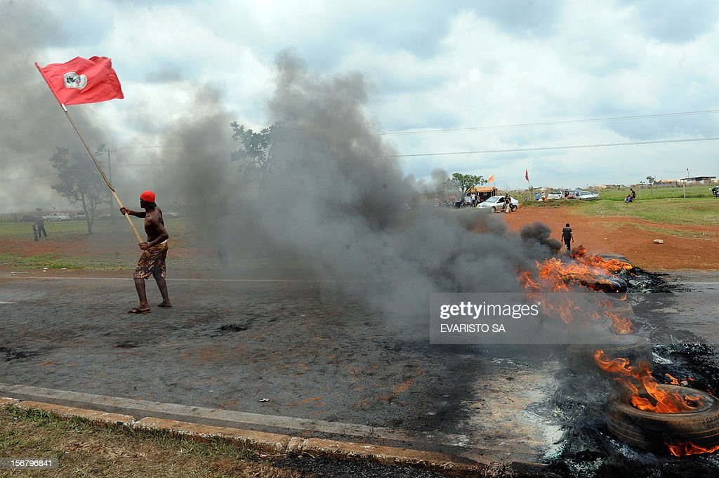 Activists of the Landless Movement (MST) block with burning tyres the BR-020 road that links Brasilia with Sao Paulo and Rio de Janeiro, during a protest asking to speed up the agrarian reform, near Brasilia, on November 21, 2012. AFP PHOTO / Evaristo SA