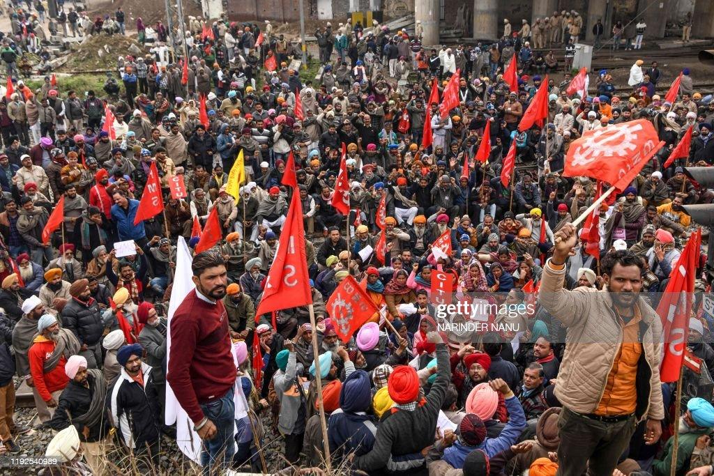 TOPSHOT-INDIA-ECONOMY-POLITICS-STRIKE : News Photo