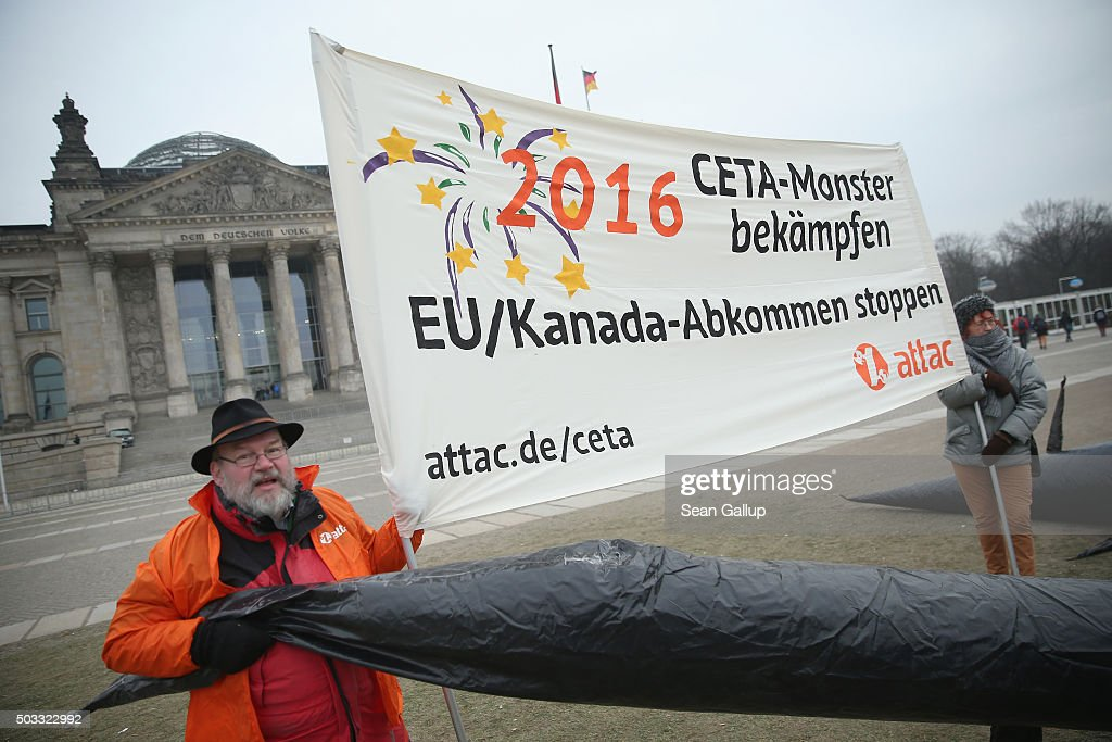 Photos et images de activists protest ceta trade agreement activists protest against the ceta trade agreement outside the reichstag on january 4 2016 in platinumwayz