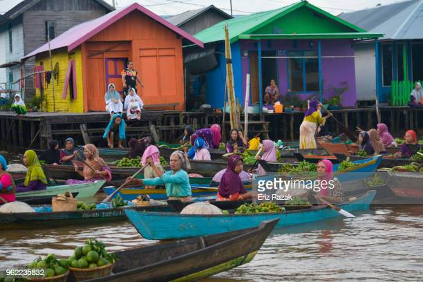 activities at lok baintan floating market - indonesia - kalimantan stock pictures, royalty-free photos & images