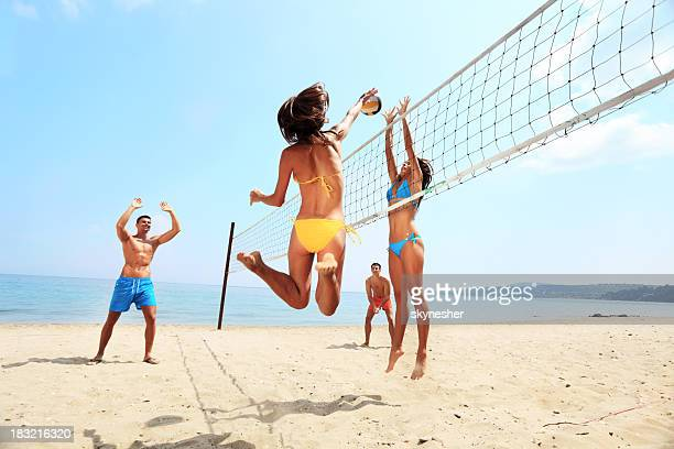 activity on beach - group of friends playing volleyball - beachvolleybal stockfoto's en -beelden