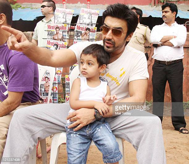 Actor Aashish Chaudhary at Men's Health friendly Soccer match with celeb dads and kids in Mumbai on August 15 2011
