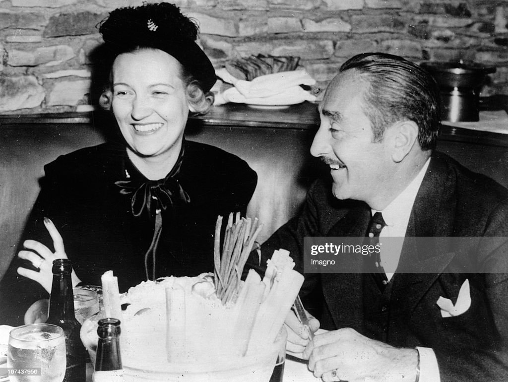 Actor Adolphe Menjou and his wife Veree Teasdale Veree. Photograph. Hollywood. Around 1930. (Photo by Imagno/Getty Images) Schauspieler Adolphe Menjou und seine Ehefrau Veree Teasdale. Photographie. Hollywood. Um 1930.