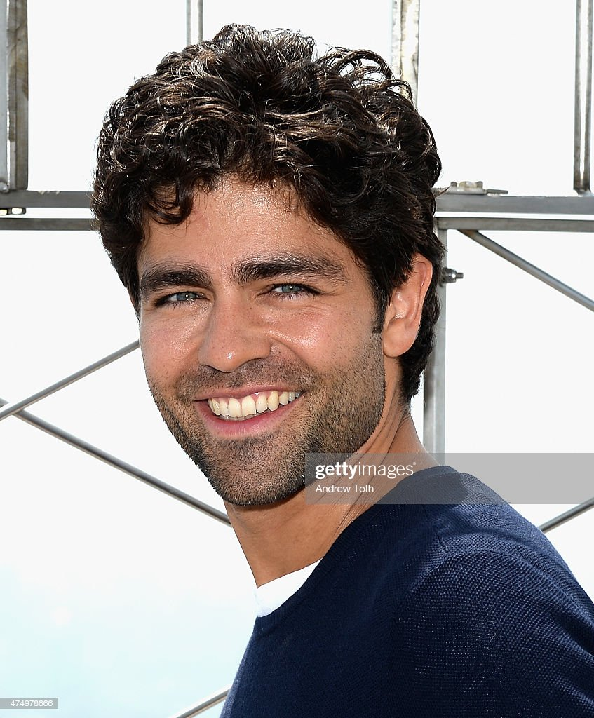 adrian grenier visits the empire state building photos and images