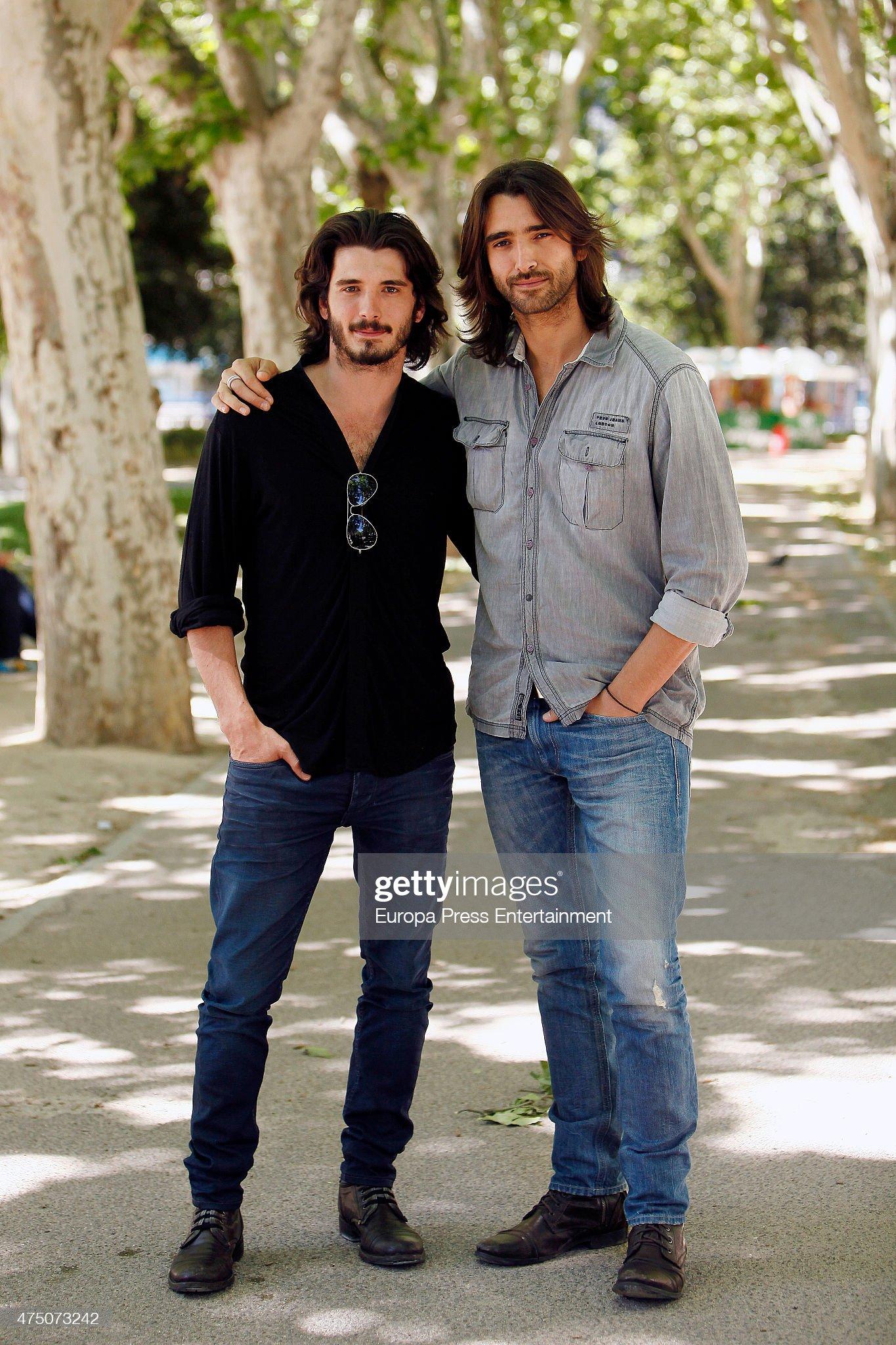 ¿Cuánto mide Yon González? - Altura Actor-aitor-luna-and-his-brother-yon-gonzalez-attend-matar-el-tiempo-picture-id475073242?s=2048x2048
