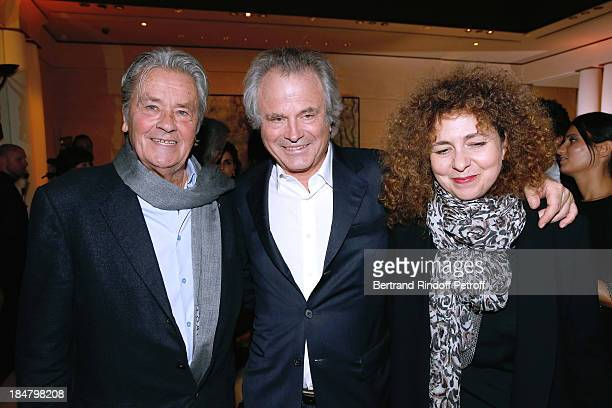 Actor Alain Delon Franz Olivier Giesbert and magazine Elle editor in chief Valerie Toranian attend the JeanPaul Moureau book signing for 'Soigner...