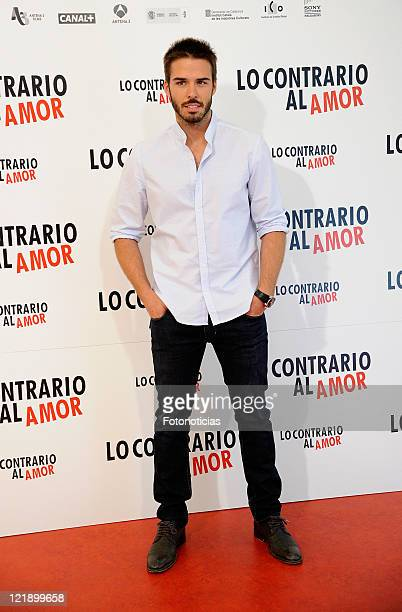 Actor Alex Barahona attends a photocall for 'Lo Contrario al Amor' at Sony building on August 23 2011 in Madrid Spain