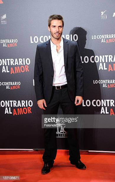 Actor Alex Barahona attends the premiere of 'Lo Contrario al Amor' at Callao Cinema on August 25 2011 in Madrid Spain