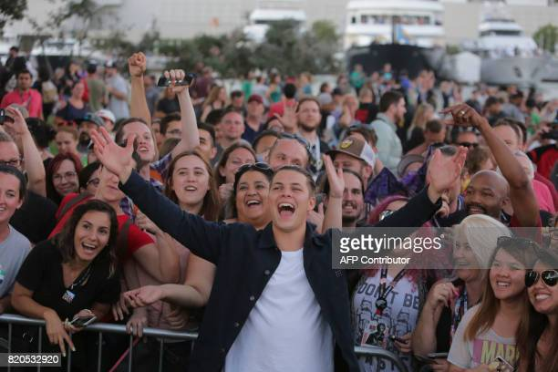 Actor Alex Hogh Andersen has fun with fans in a rally for the Vikings TV show during ComicCon 2017 in San Diego California July 21 2017 / AFP PHOTO /...