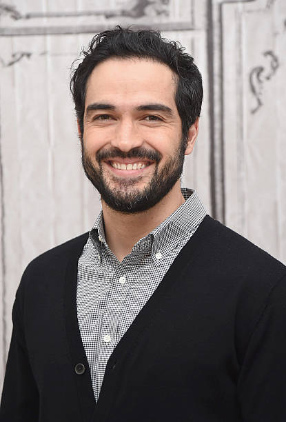 build presents alfonso herrera discussing the exorcist の写真および