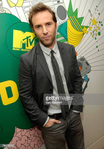 """Actor Allesandro Nivola poses for pictures after visiting MTV's """"Mi TRL"""" at MTV Studios, Times Square on January 29, 2008 in New York City."""
