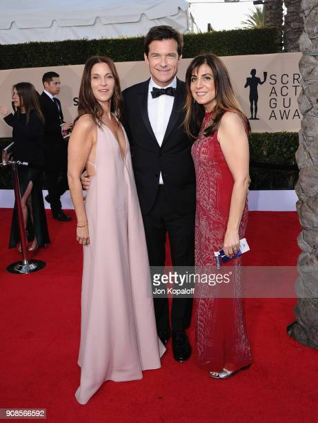 Actor Amanda Anka Jason Bateman and guest attend the 24th Annual Screen Actors Guild Awards at The Shrine Auditorium on January 21 2018 in Los...