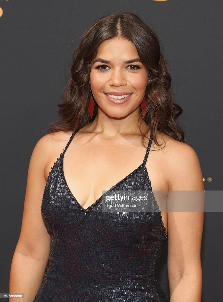 68th Annual Primetime Emmy Awards - Arrivals : Foto jornalística