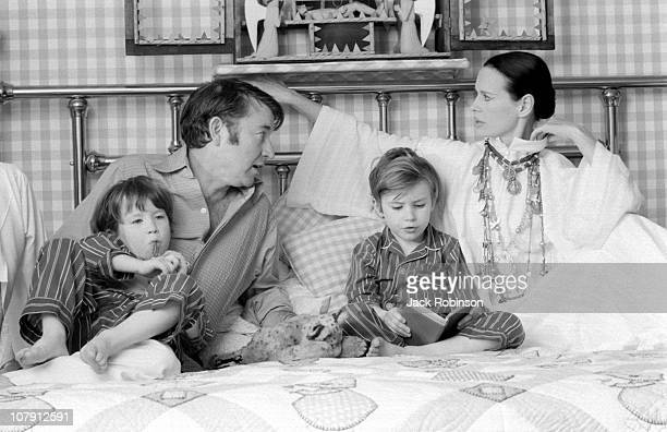 Actor and author Wyatt Emory Cooper Carter Vanderbilt Cooper Anderson Cooper American heiress and socialite Gloria Vanderbilt pose for a family...