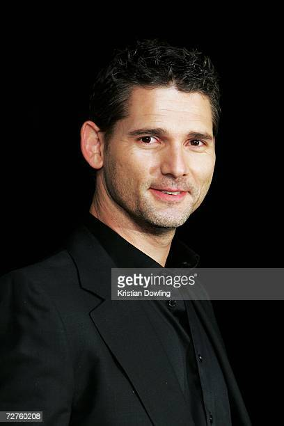 Actor and award presenter Eric Bana poses backstage in the Awards Room at the L'Oreal Paris 2006 AFI Awards at the Melbourne Exhibition Centre on...
