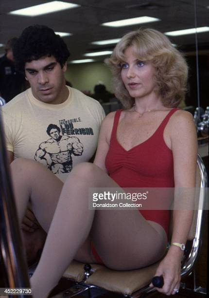 Actor and bodybuilder Lou Ferrigno works out with his wife Carla Green in circa 1980 in Los Angeles, California.