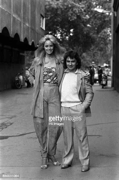 Actor and comedian Dudley Moore with his girlfriemd Susan Anton in London *27/03/02 Actor and comedian Dudley Moore with his girlfriemd Susan Anton...