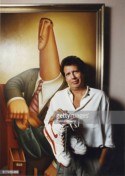 Actor and comedian Garry Shandling is photographed for Los Angeles Times 1990 in Los Angeles United States PUBLISHED IMAGE CREDIT MUST BE Patrick...