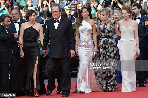 US actor and director Tommy Lee Jones and his daughter Victoria US actress Hilary Swank Danish actress Sonja Richter and Australian actress Miranda...
