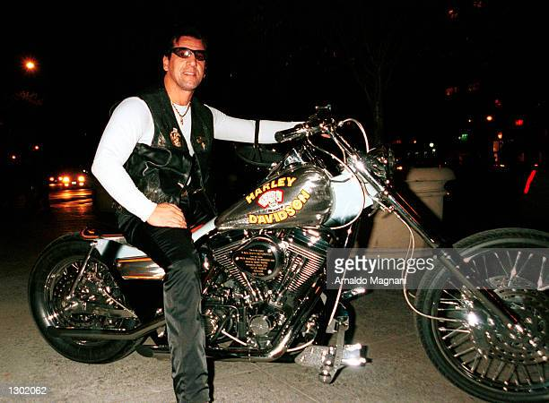 OUT*** Actor and former Hell''s Angels president Chuck Zito poses on his motorcycle on Madison Ave in New York City without a helmet October 14 2000