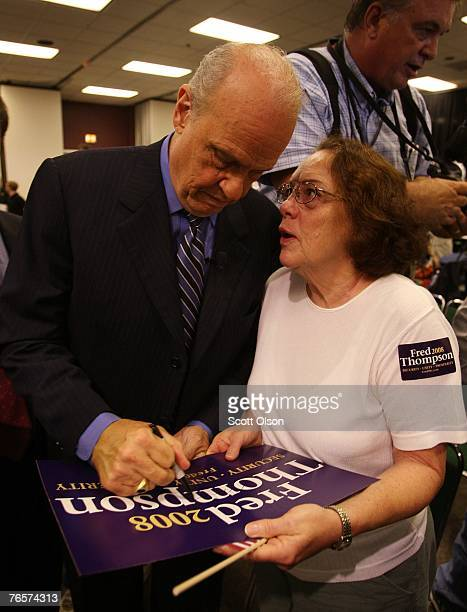Actor and former US Senator Fred Thompson signs an autograph following a speech September 7 2007 in Sioux City Iowa This is Thompson's first campaign...