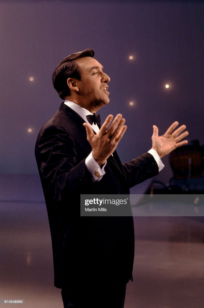 Actor and singer Jim Nabors performs during an act circa 1970. Nabors is also known for singing 'Back Home Again in Indiana', prior to the start of the Indianapolis 500.