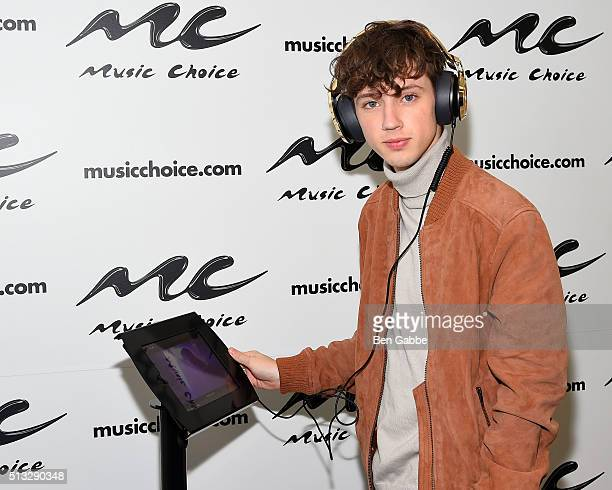 Actor and singer Troye Sivan visits at Music Choice on March 2 2016 in New York City