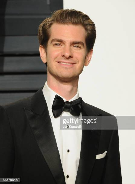Actor Andrew Garfield attends the 2017 Vanity Fair Oscar Party hosted by Graydon Carter at Wallis Annenberg Center for the Performing Arts on...