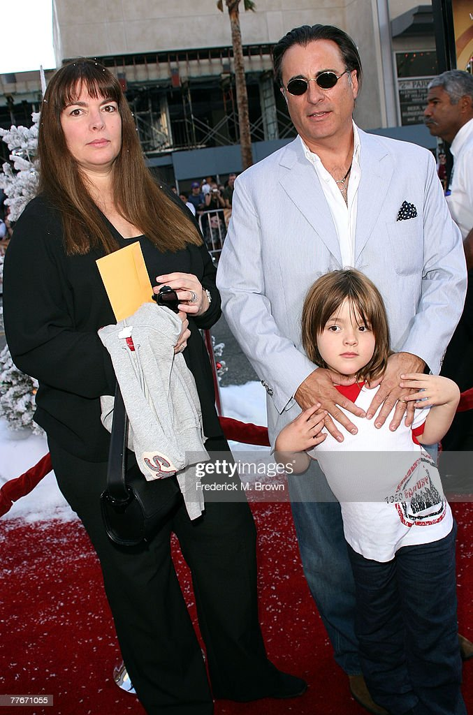 """Premiere Of Warner Bros. """"Fred Claus"""" - Arrivals : News Photo"""