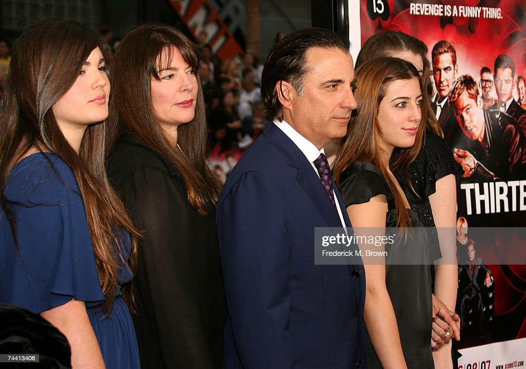 "Warner Bros. Premiere of ""Ocean's 13"" - Arrivals : News Photo"
