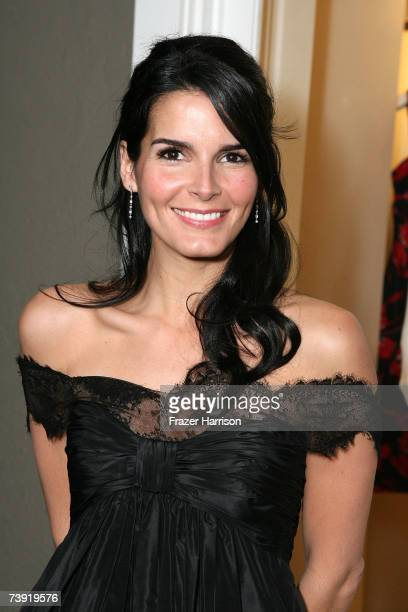 Actor Angie Harmon arrives at the opening of the new Oscar De La Renta Boutique on Melrose Place on April 18 2007 in Los Angeles California