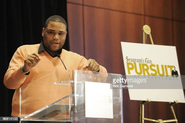 Actor Anthony Anderson adresses graduates at the Seagram's Pursuit of Excellence Job Training and Mentoring Program celebration reception for Black...