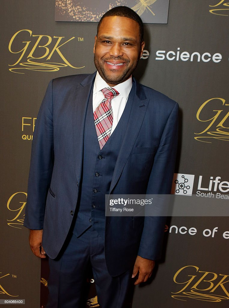 Actor Anthony Anderson arrives at the GBK & Pilot Pen Golden Globes 2016 Luxury Lounge - Day 1 at W Hollywood on January 8, 2016 in Hollywood, California.
