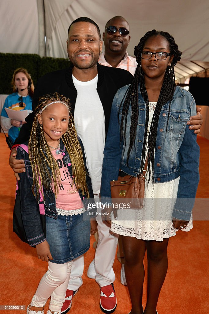 Actor Anthony Anderson (2nd L) attends Nickelodeon's 2016 Kids' Choice Awards at The Forum on March 12, 2016 in Inglewood, California.