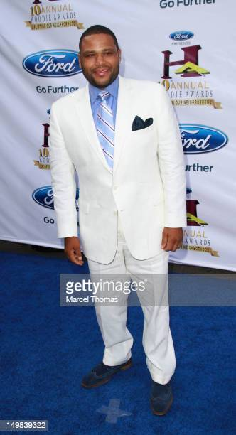 Actor Anthony Anderson walks the blue carpet at the 10th Annual Ford Hoodie Awards at MGM Garden Arena on August 4, 2012 in Las Vegas, Nevada.