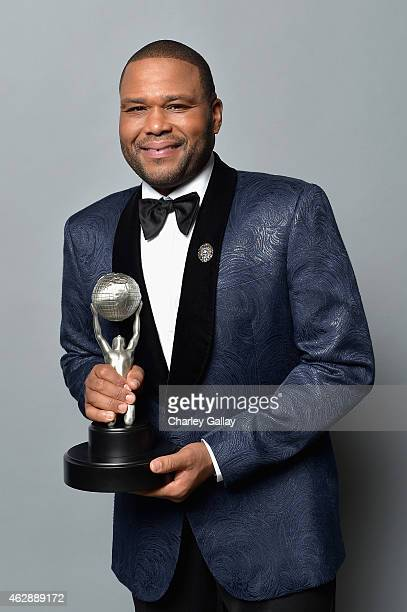 Actor Anthony Anderson winner of the Outstanding Actor in a Comedy Series award for 'blackish' poses in the portrait studio during the 46th NAACP...