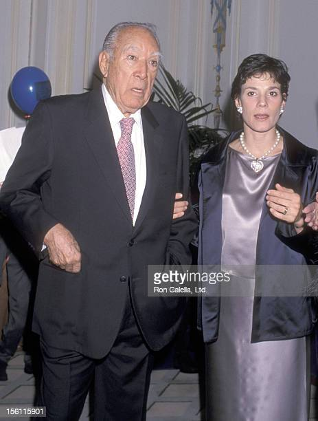 Actor Anthony Quinn and wife Kathy Benvin attend the New York Friars Club Roast Bill Cosby on October 19 2000 at Palace Hotel in New York City New...