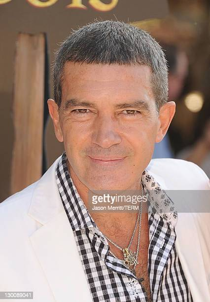 """Actor Antonio Banderas attends the """"Puss In Boots"""" Los Angeles Premiere at Regency Village Theatre on October 23, 2011 in Westwood, California."""