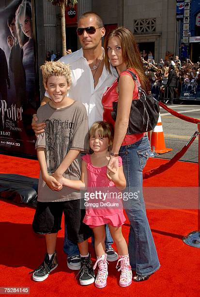 Actor Antonio Sabato Jr center son Jack daughter Mina and Kristin Rosetti arrive at the 'Harry Potter and The Order of the Phoenix' premiere at the...